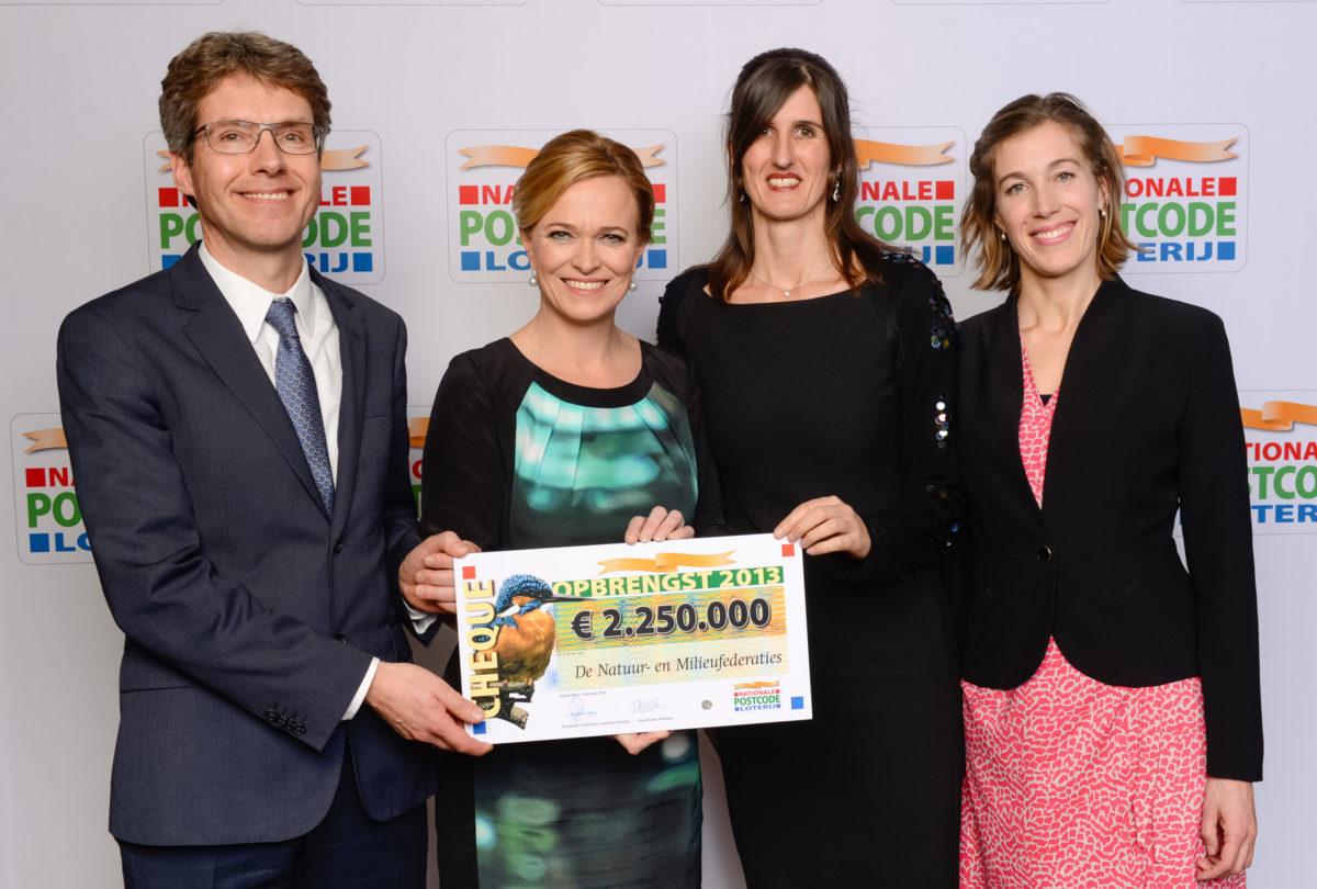 Cheque van €2.250.000 van Postcode Loterij voor De Natuur en Milieufederaties