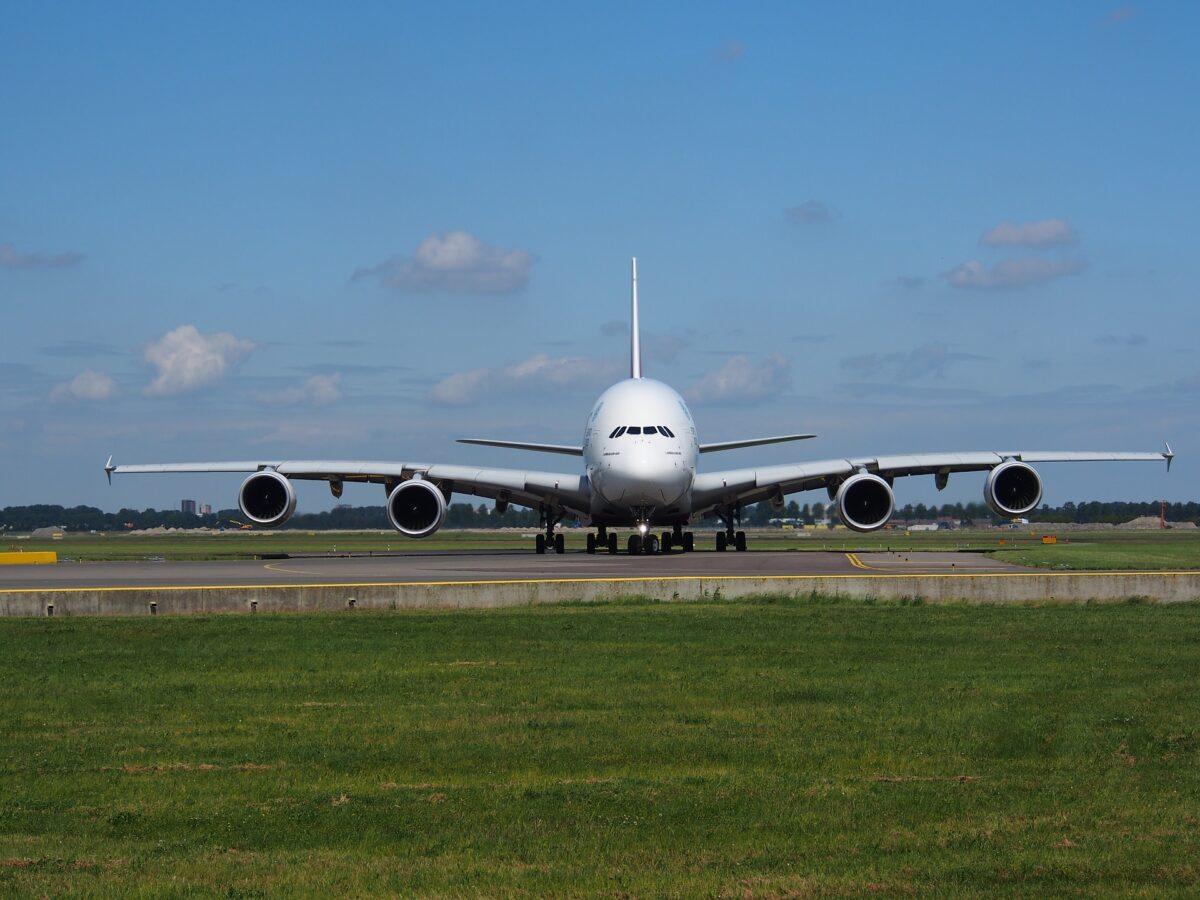Stuur luchtvaartplannen kabinet terug naar de tekentafel